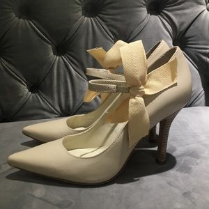 Tory Burch Ivory Leather Heels with Bow